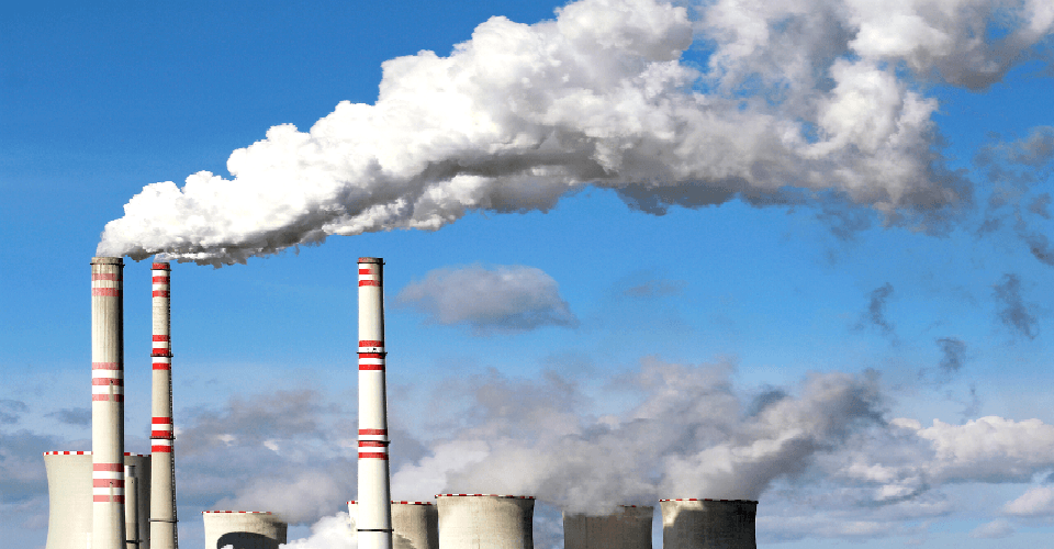 Quais normas disciplinam o lançamento de poluentes de fontes fixas?