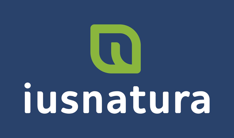 logo Ius Natura Logo Vertical Logomarca com fundo azul